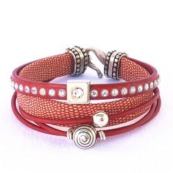 bracelet en cuirs et metal argenté.